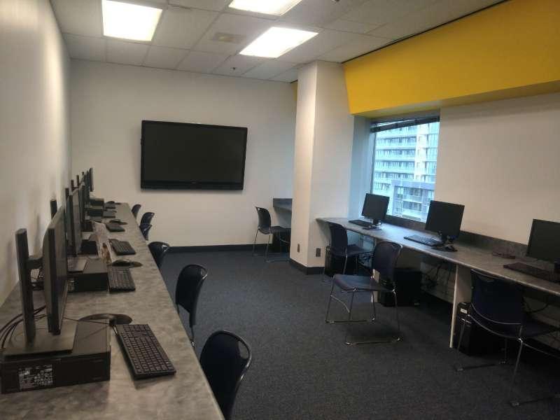 stafford house多倫多語言學校-電腦教室
