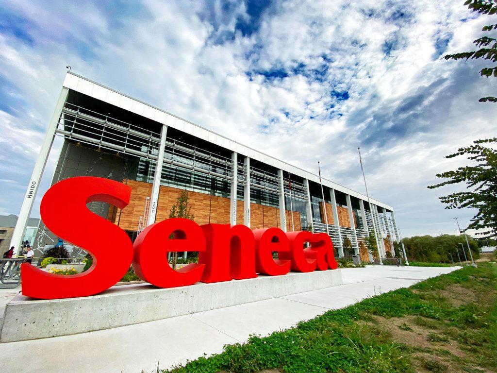 Seneca College 聖力嘉學院