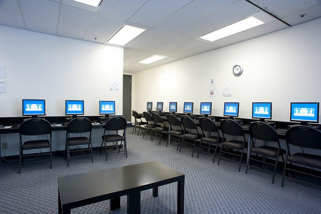 iTTTi Vancouver 溫哥華語言學校-電腦教室