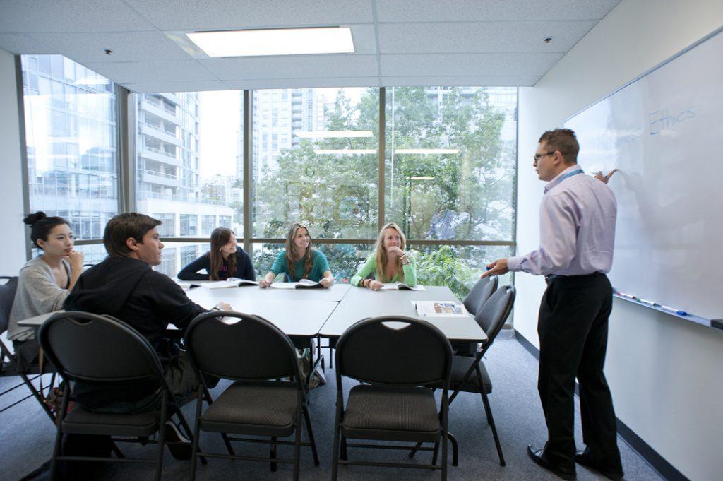 iTTTi Vancouver 溫哥華語言學校-教室內部